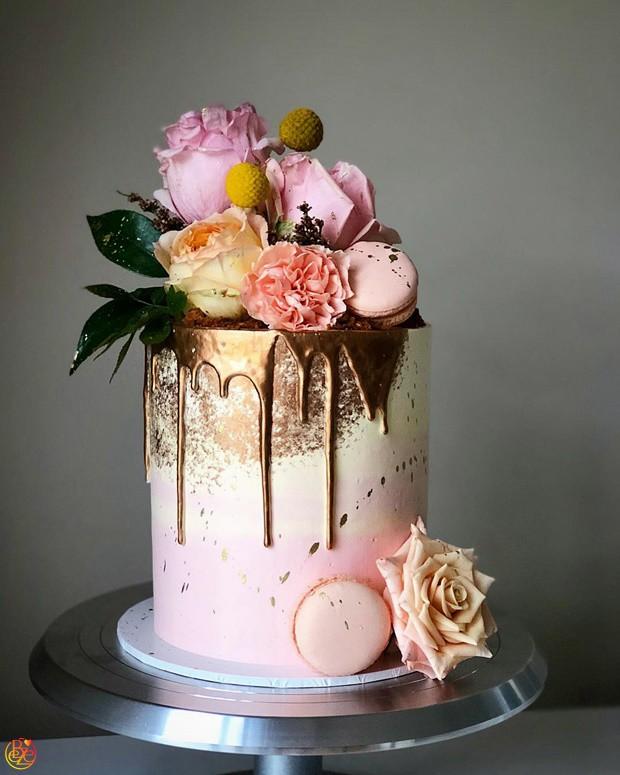 Торт свадебный нежно-розовый