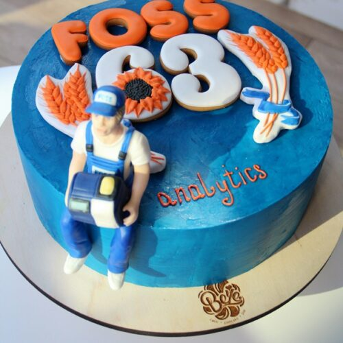 Торт с логотипом компании  445