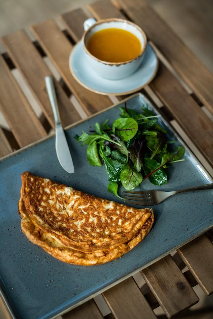 omlet-s-kremette-i-vyalenymi-tomatami